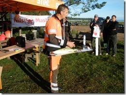 Christer Stolt håller genomgång före start