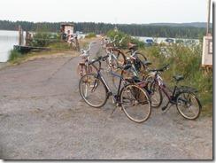 Cyklarna prydligt parkerade vid piren