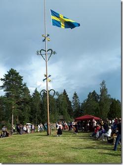 Flaggan hissas av Jennyo Hanna Bergkvist