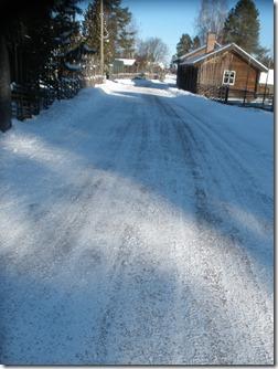 Halkbekämpning på snöbelagd väg